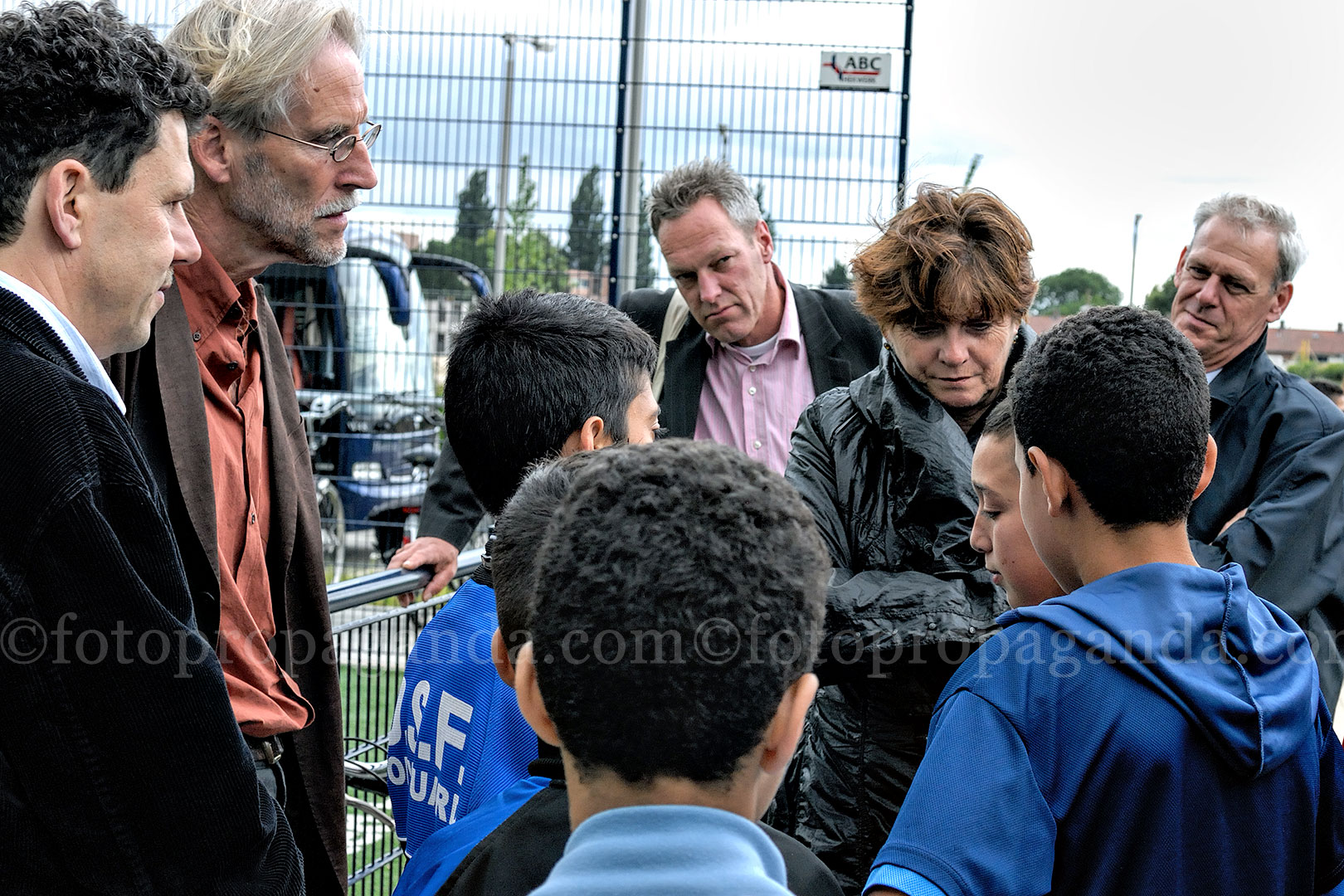 Oud-minister Vogelaar op bezoek in Malburgen in felle discussie met Marokkaanse jeugd