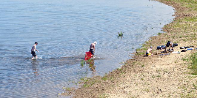 Zwemmen in de geul onder de John Frost Brug
